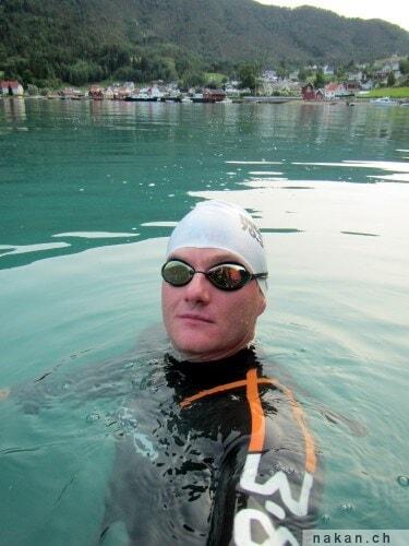 Nager dans un fjord