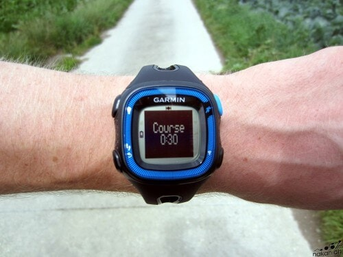 garmin_fr15_walk_run_01_web
