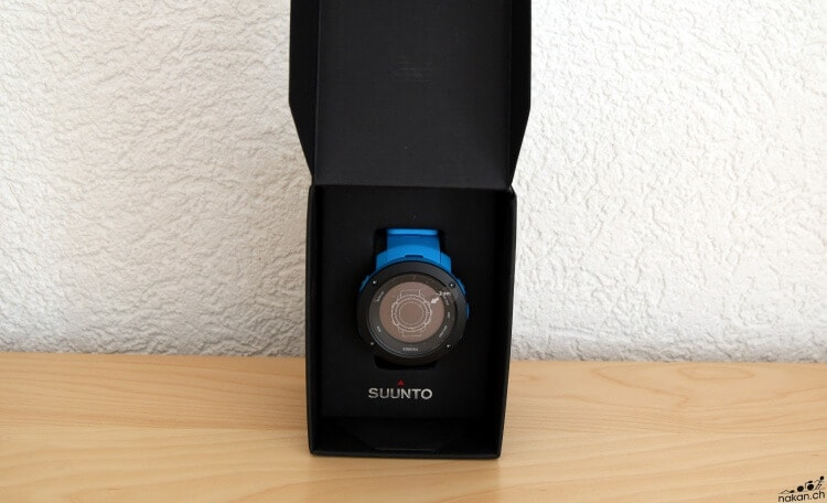 suunto_ambit3_vertical_unbox_03_web.jpg